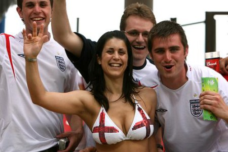 世界杯-克劳奇杰拉德建功 英格兰胜特立尼达出线